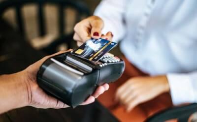 Расчеты картами: кто в итоге платит?