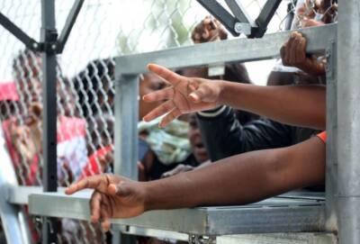 Десятки беженцев вломились в офис соцобеспечения в столице Кипра