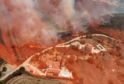 К северу от Пафоса полыхает большой пожар