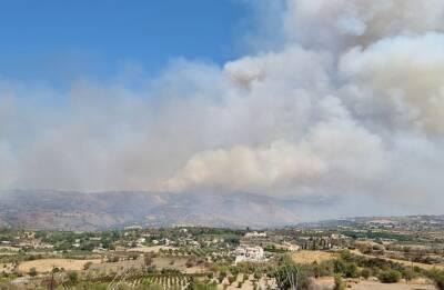 На Кипре в районе между деревнями Симос и Йолу вспыхнул сильнейший пожар