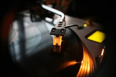 Проверяющие нашли в баре в Пафосе и в ночном клубе в Ларнаке танцующих людей