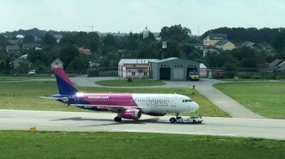 Самолет из Кипра экстренно сел во Львове
