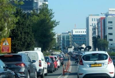 Утром 8 сентября пробка на въезде в столицу Кипра достигала трех километров