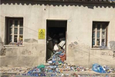 В Ларнаке обнаружили 2 нежилых дома, которые местные жители переоборудовали под личный склад